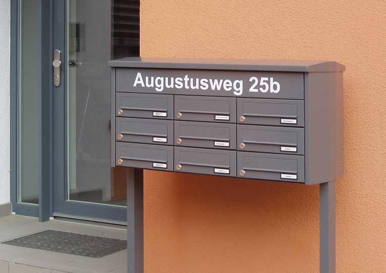 Freistehende Briefkastenanlage von allebacker Schulte