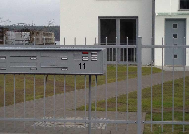 Zaun-Briefkastenanlage