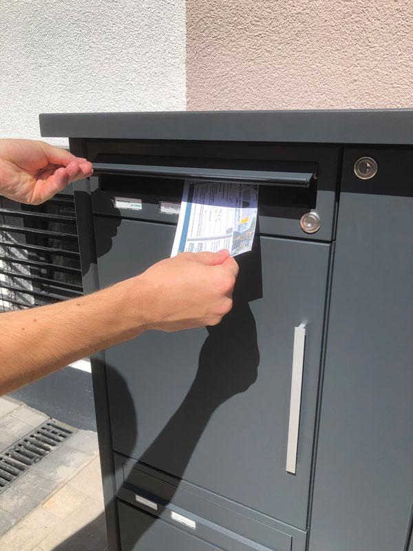 """Parcel-Box Paketbriefkasten Paketkasten - Briefkasten Kombination """"pafory"""" Schritt 8: Zustellkarte einwerfen"""
